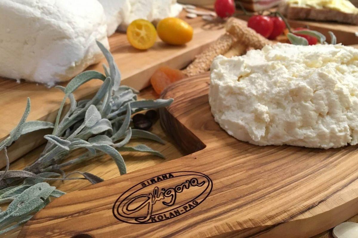 Svježi kozji i kravlji sir cijena, prodaja, akcija Hrvatska