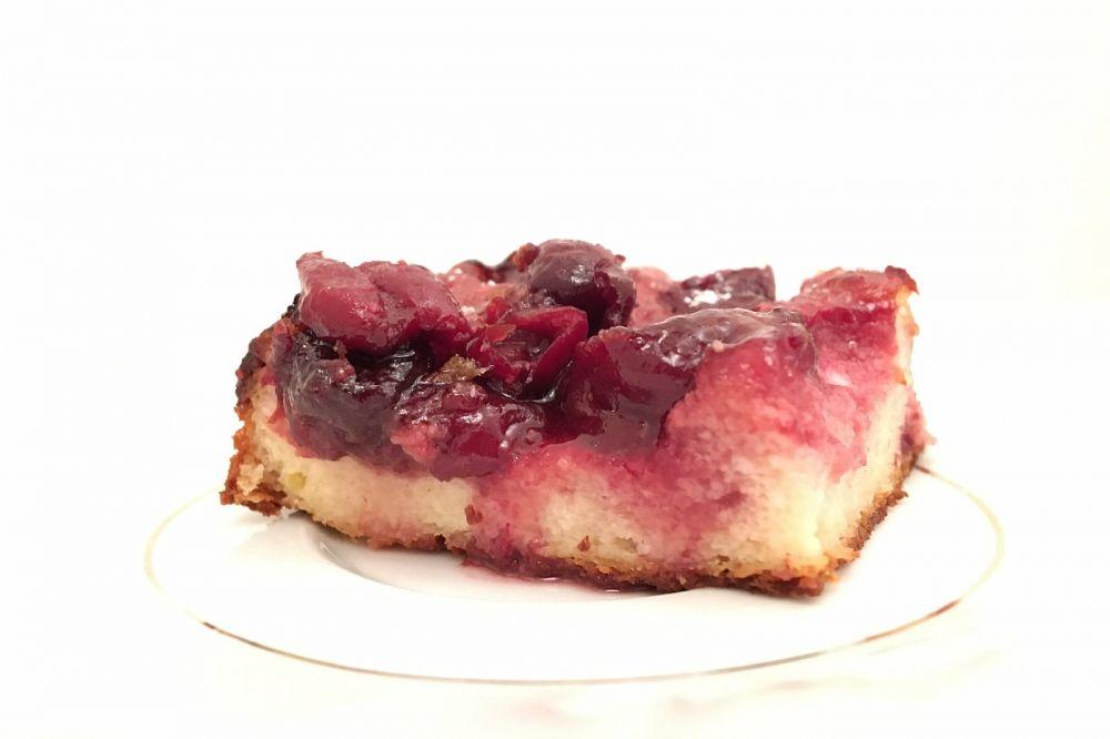 Kuchen mit Weißkäse und Obst