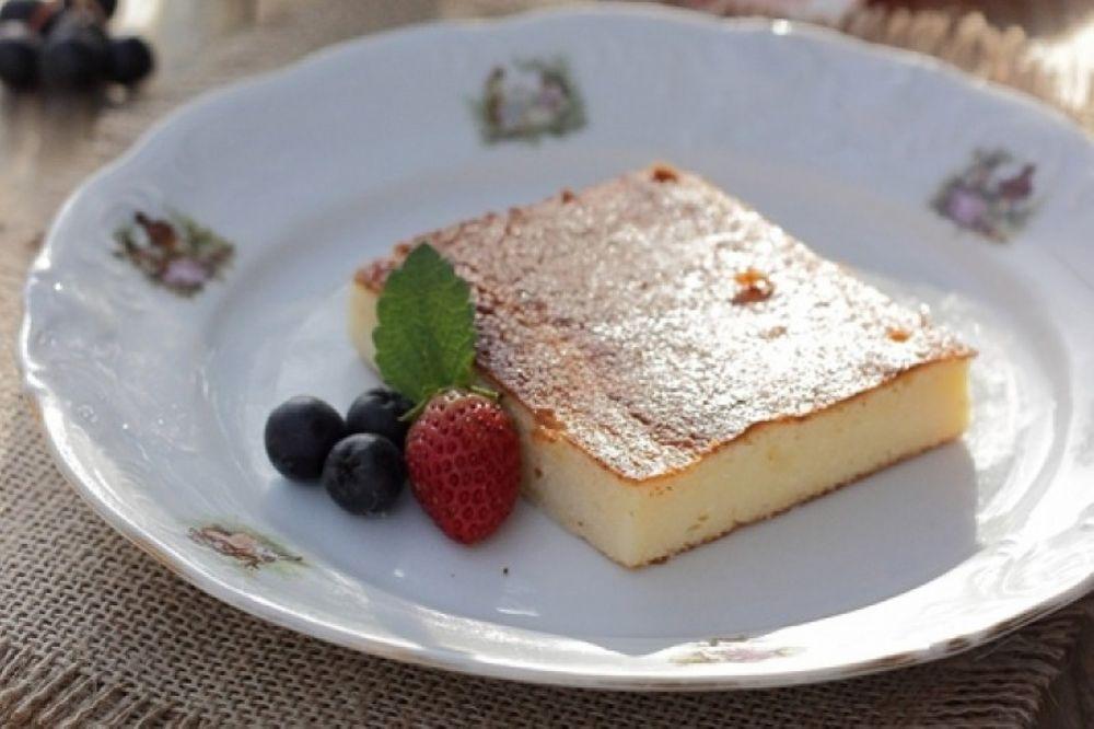 Kuchen mit Kuhweißkäse und griechischem Jogurt